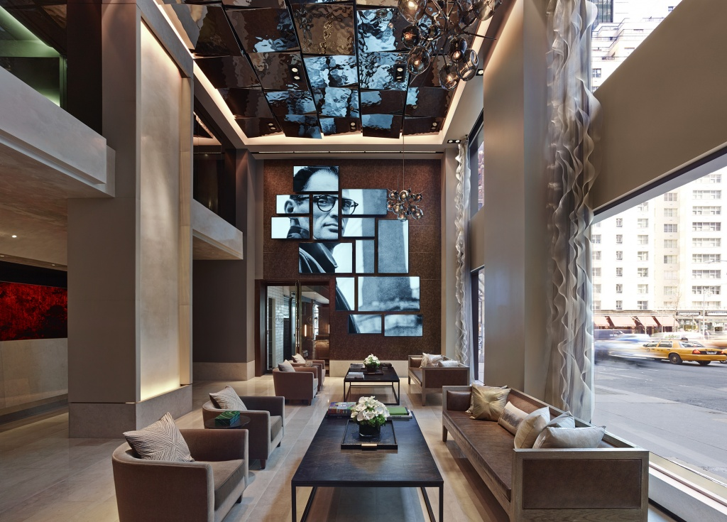 the-quin-hotel-lobby-com-obra-de-elliott-erwitt