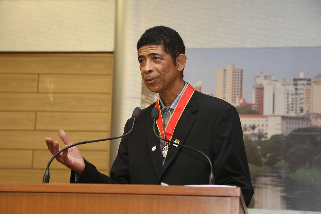 O homenageado Hamilton Vieira recebeu a comenda de Ética e Cidadania.