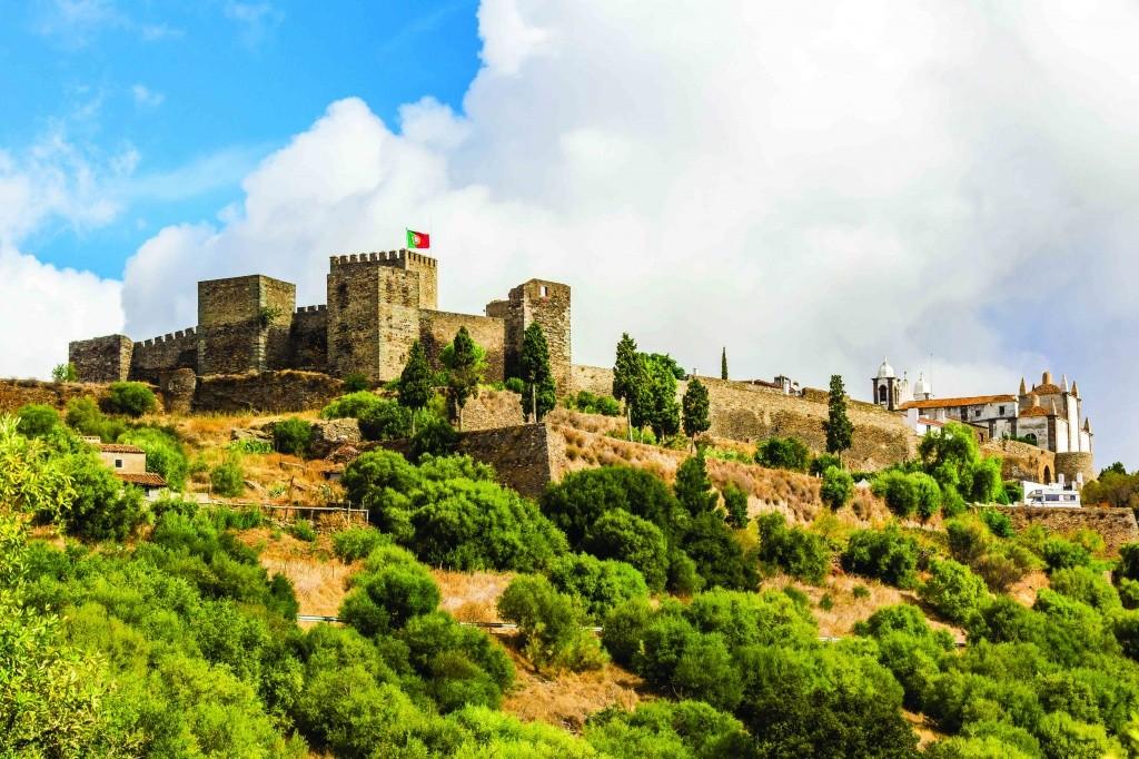 castelo-de-reguengos-de-monsaraz-regiao-do-alentejo-em-portugal_credito-divulgacao-turismo-do-alentejo