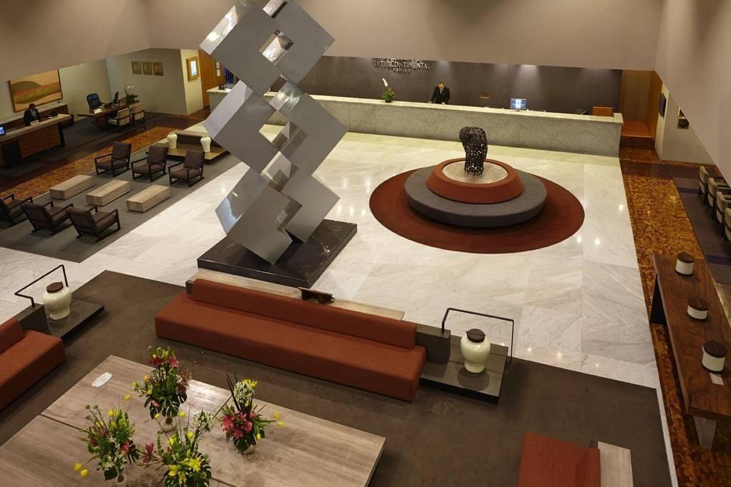 lobby-0350-jpg-1024x0