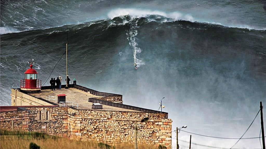 onda-surfada-por-mcnamara-em-2011_-creditos_-divulgacao