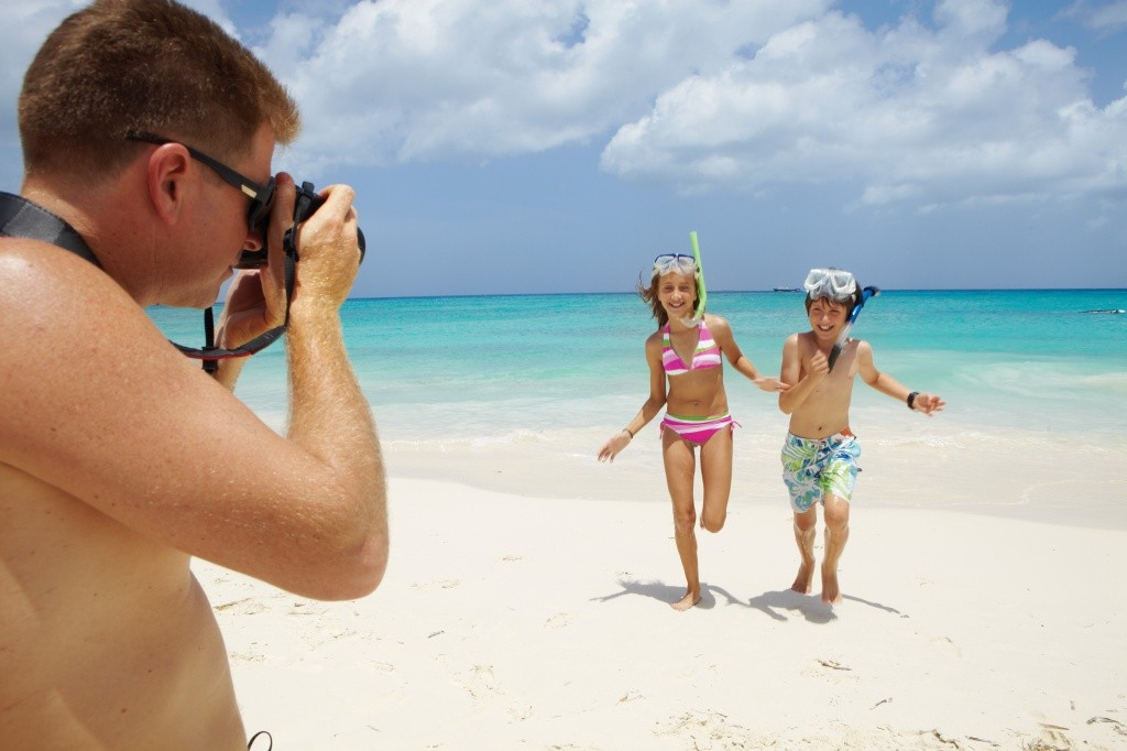 father-taking-kids-picture-on-the-beach