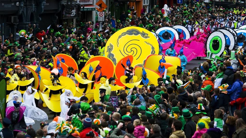 st-patricks-festival-parade-2-credito-tourism-ireland-_-failte-ireland