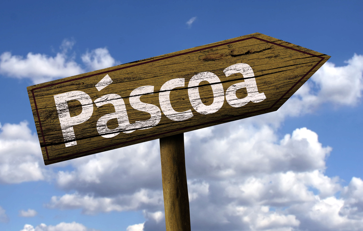 Pascoa wooden sign on the beach