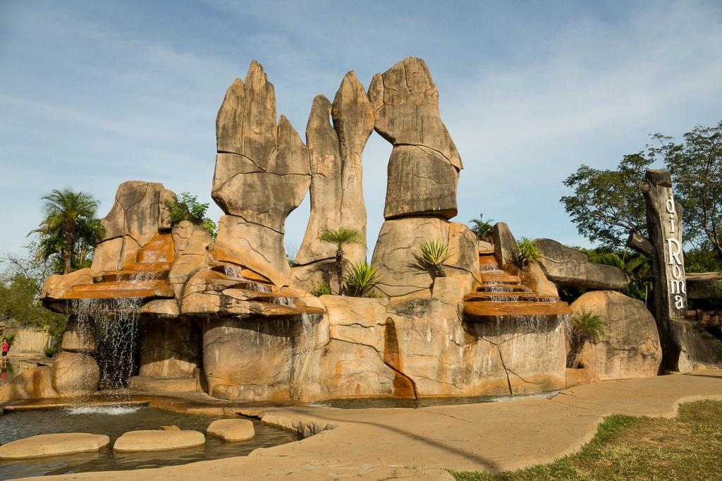 monumento-das-aguas-caldas-novas-foto-adilson-zavarize