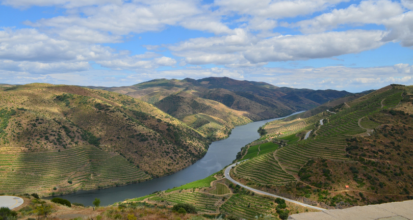 The Douro is one of the major rivers of the Iberian Peninsula. The Portuguese Douro valley, listed as Unesco world heritage, is know for its impressive landscapes, old towns, and the high quality wines, olives and olive oils which are produced on its hills.