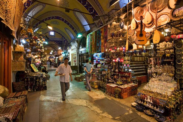 Grand Bazaar. Foto via iStock/ SteveAllenPhoto