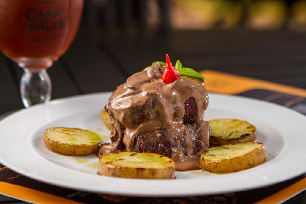 filet-ao-chocolate-restaurante-caras-de-malte-foto-kadu-schiavo