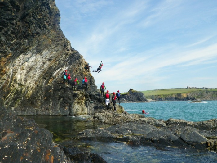 Foto por © VisitBritain / Celtic Quest Coasteering