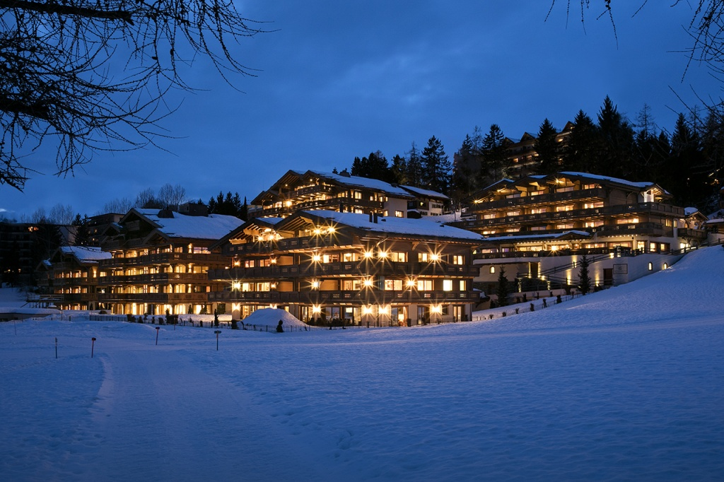 h-guarda-golf-winter-night-exterior-from-the-golf-course