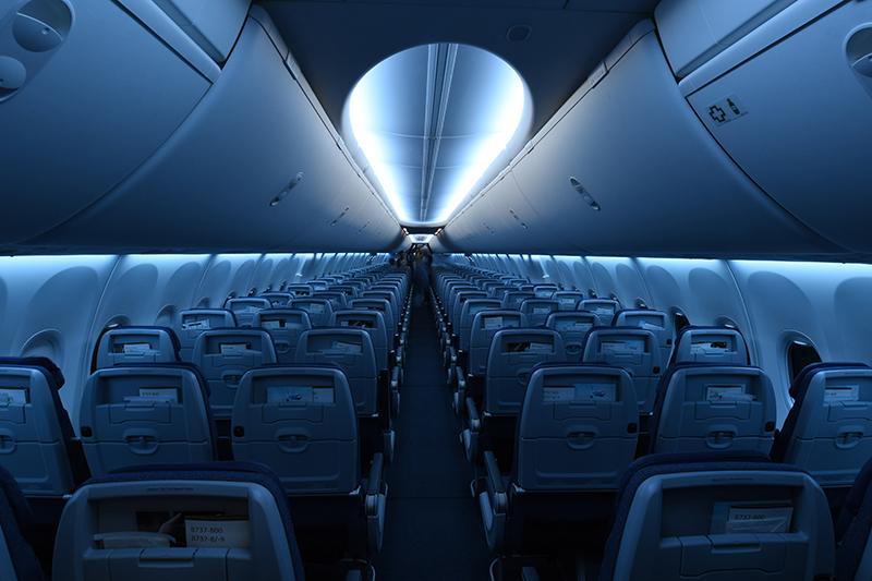 la-clase-economy-cuenta-con-126-estilizados-asientos-meridian-con-puertos-usb-individuales-y-un-soporte-para-ubicar-dispositivos-moviles