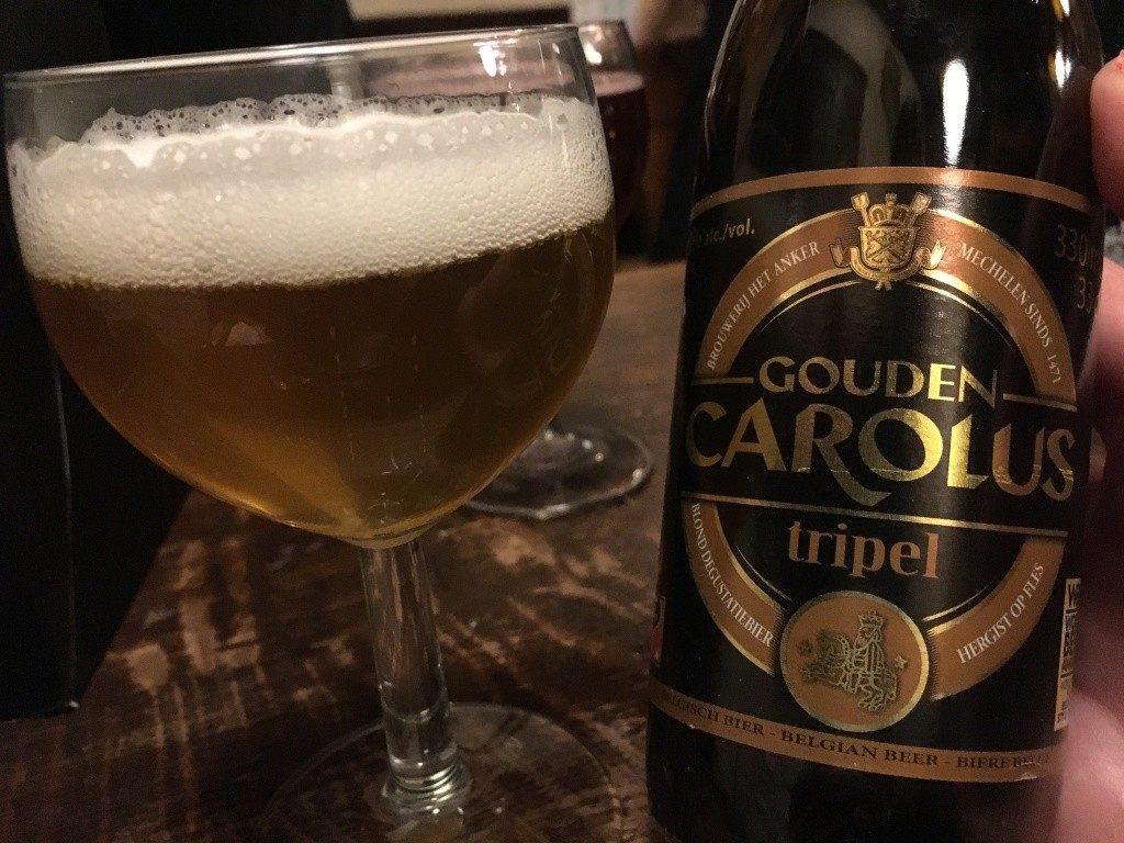 cerveja Gouden Carolus Tripel em copo