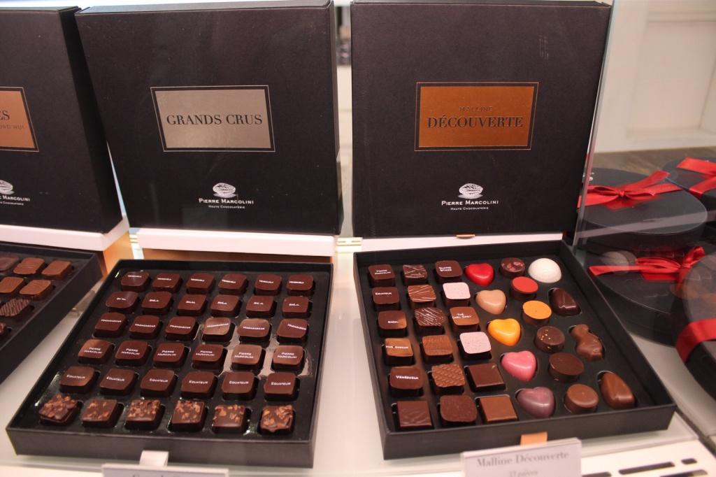 Chocolates variados em caixas