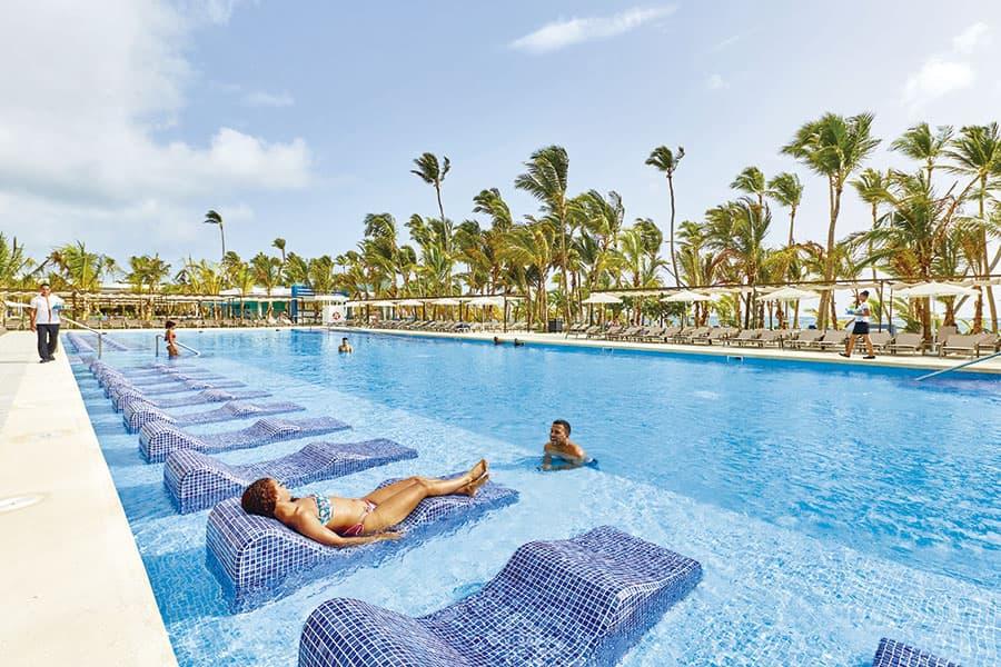 piscina-hotel-riu-palace-punta-cana-8_tcm73-203823