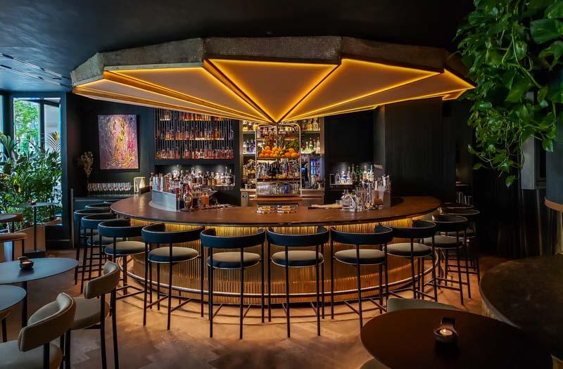 O elegante balcão no Ory Bar. Foto: Adriana Lage