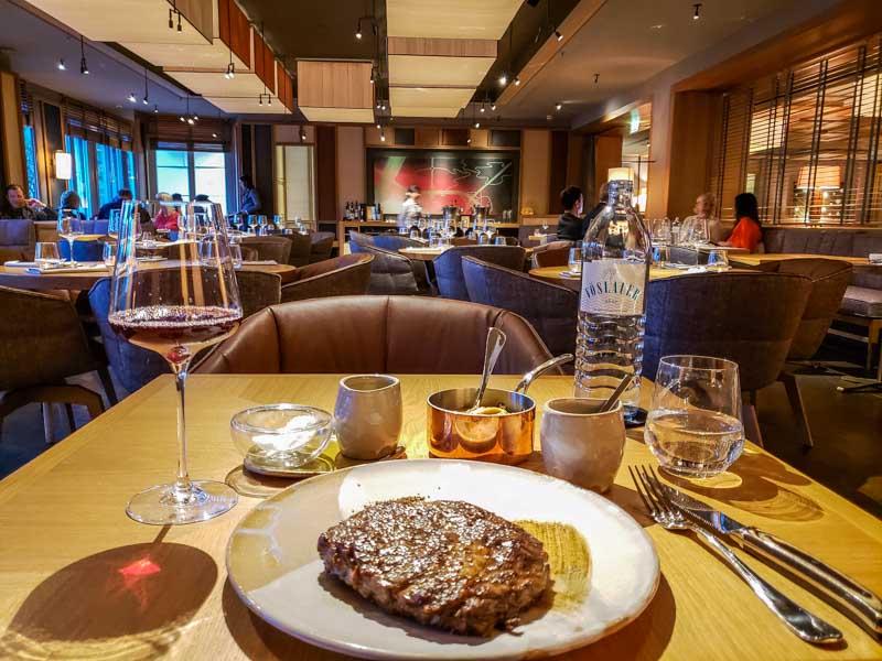 Steaks selecionadas no The Louis Grill Room. Foto: Adriana Lage