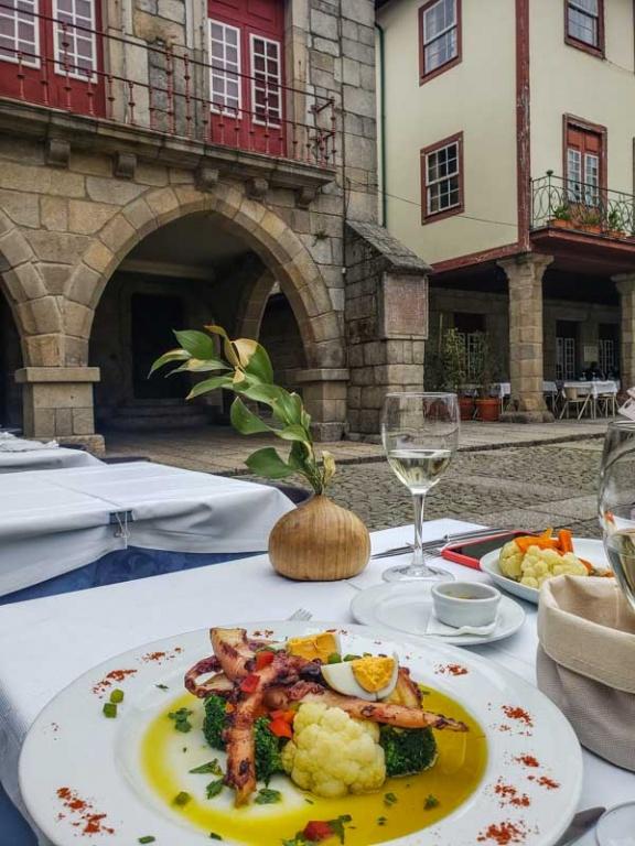 Restaurante A Buxa, Guimarães, Portugal. Foto Adriana Lage
