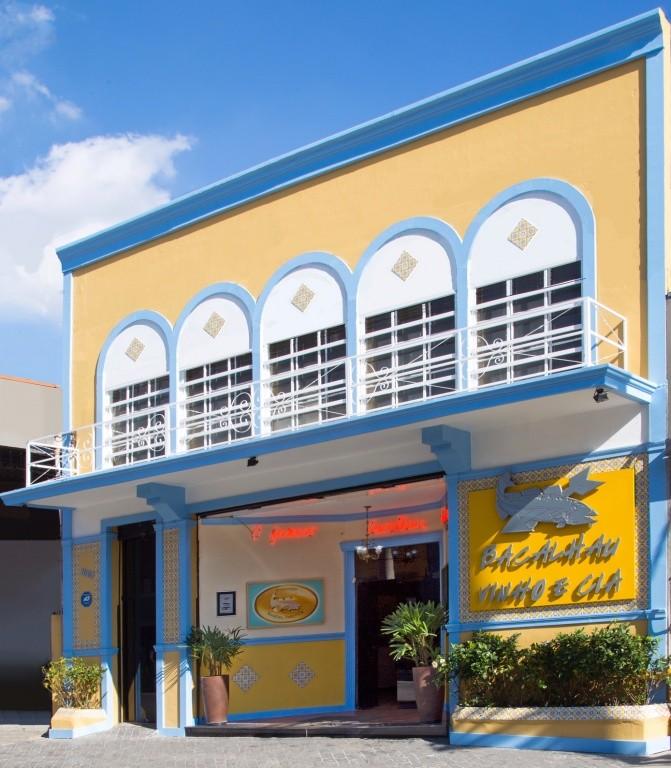 fachada-bacalhau-e-vinho