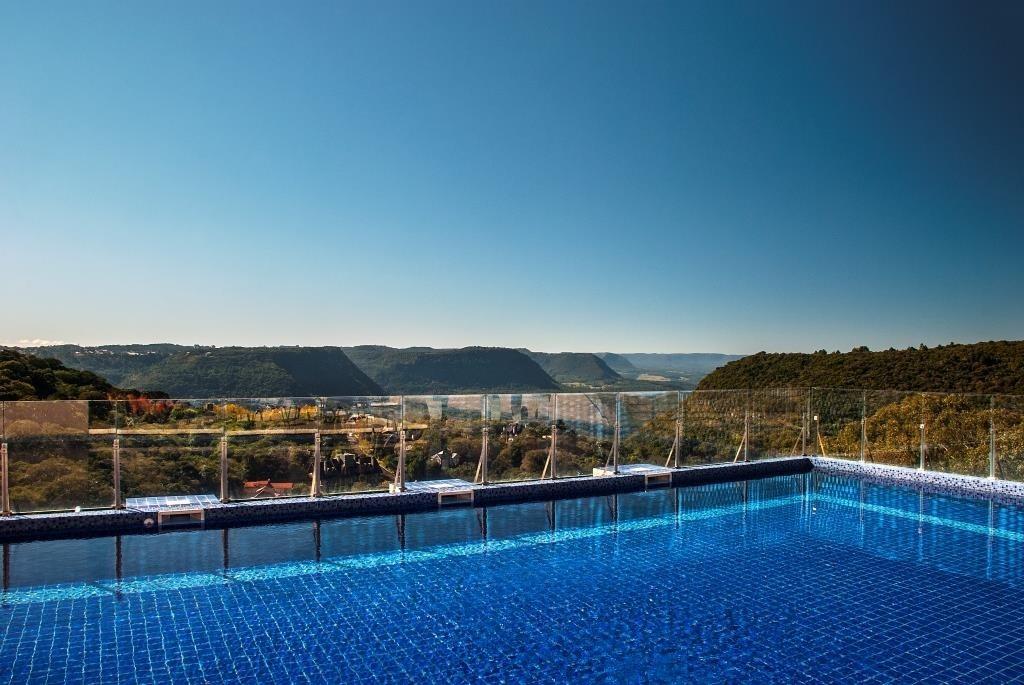 piscina-com-borda-infinita-credito-da-foto_sergio-vergara