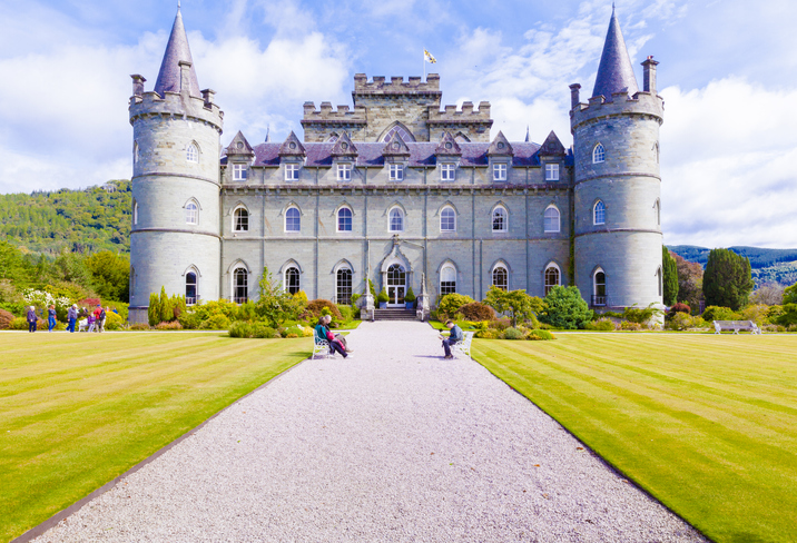 Invereray – august 2014: this castle located in Argyll County is a must for every traveler in Scotland. In August you can visit the sumptuous interiors and the beautiful garden and at the end of the visit you can taste a tea at the café of the castle
