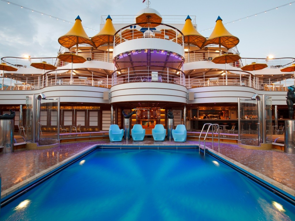 costa-fascinosa-piscina