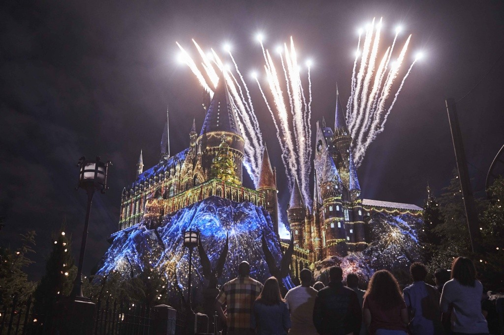 01_the-magic-of-christmas-at-hogwarts-castle