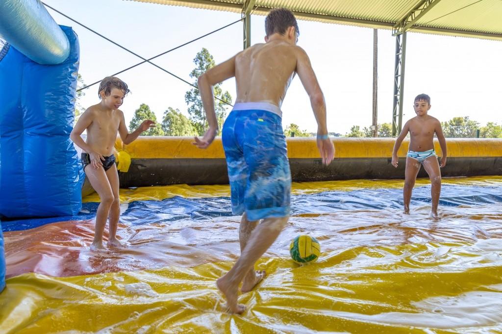 legenda-futebol-de-sabao-no-acampamento-peraltas-credito-wagner-ribeiro-8