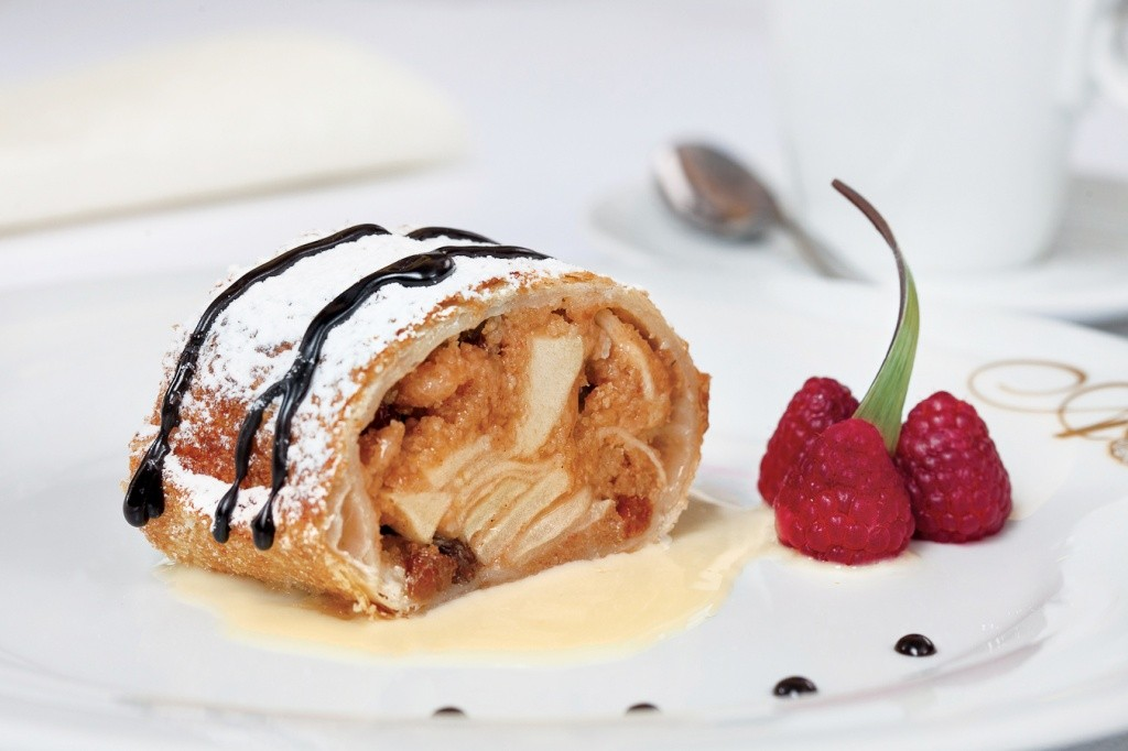 uw-food-apple-strudel-9563
