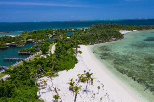 montage-cay-beach-front