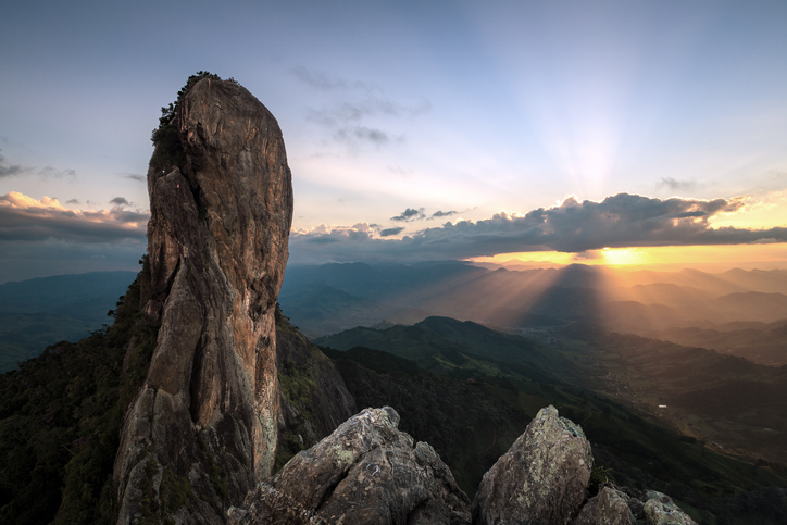 'Pedra do Bau' and the 'Pedra do Bau' complex are rock formations in the Mantiqueira Mountains (Serra da Mantiqueira). They are located in the municipality of Sao Bento do Sapucai, Sao Paulo, Brazil.