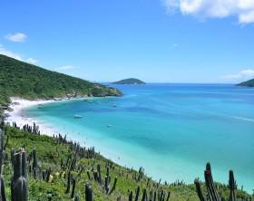1200px-Praia_do_Forno_-_Arraial