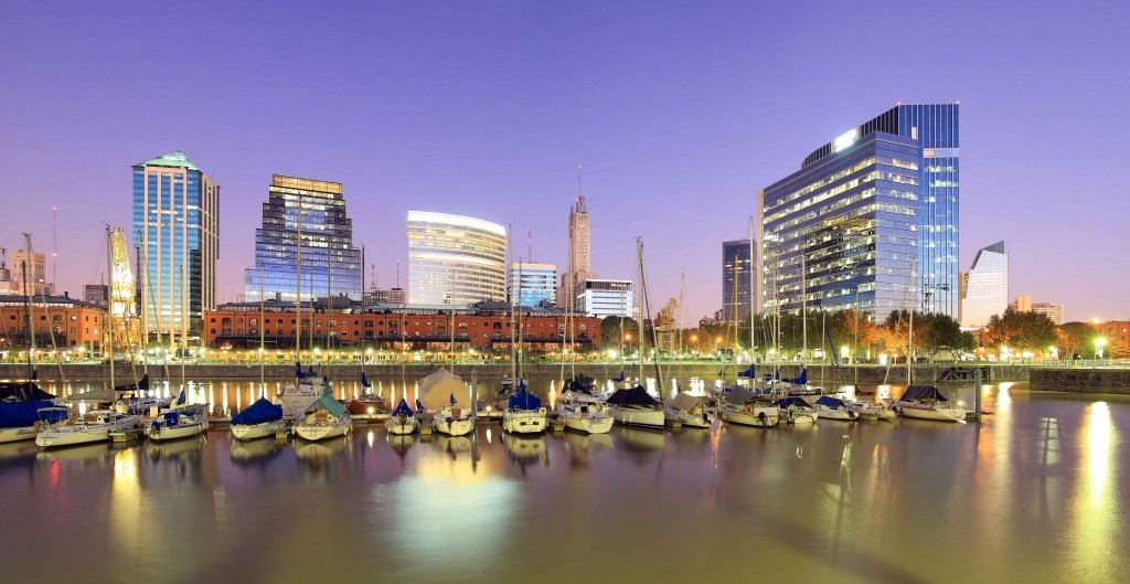 Buenos_Aires_Cityline_at_Night_-_Irargerich