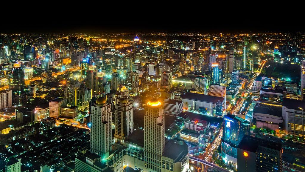 1024px-Bangkok_at_night_01_(MK) commons wiki