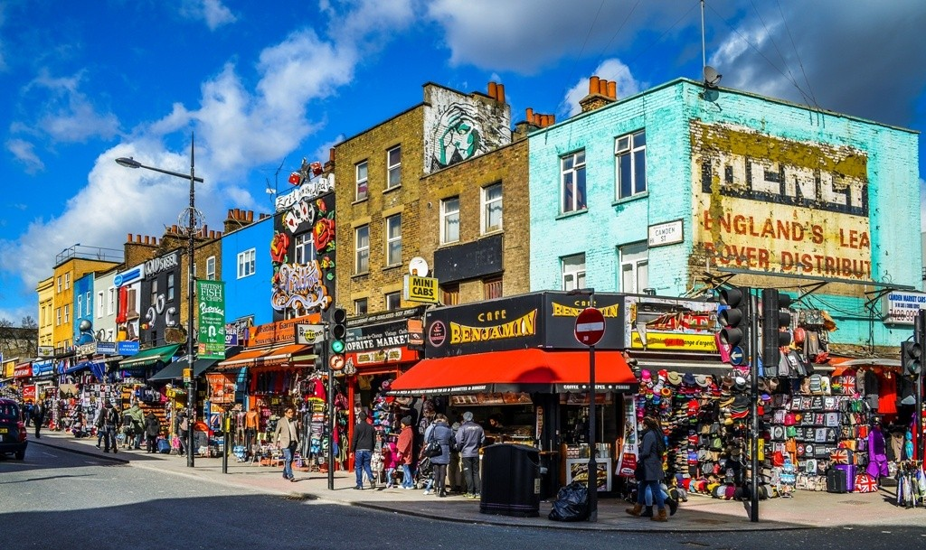Camden_Town_Streetcorner_--_2015_--_London,_UK commons