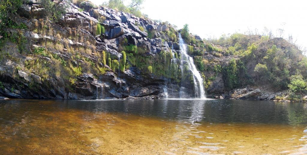 Poço_Encantado_Waterfall,_Chapada_dos_Veadeiros rio da prata