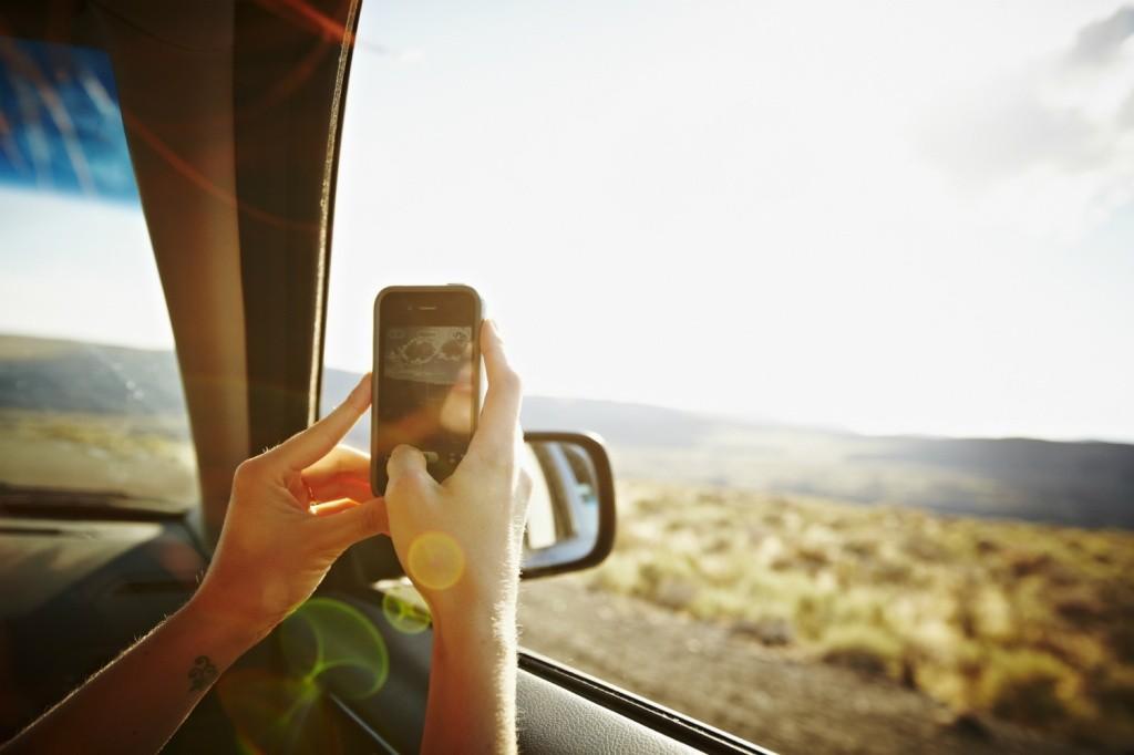 celular na viagem getty images