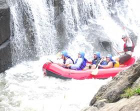 Rafting é uma das atividades radicais nas férias do Núcleo Sta Virgínia