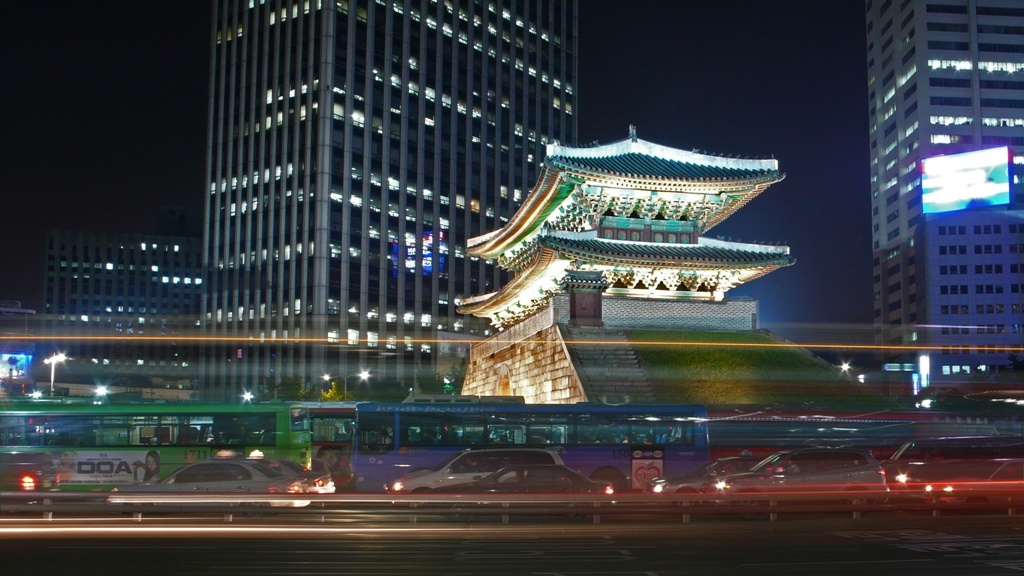 Seoul-Namdaemun-at.night-02 commons