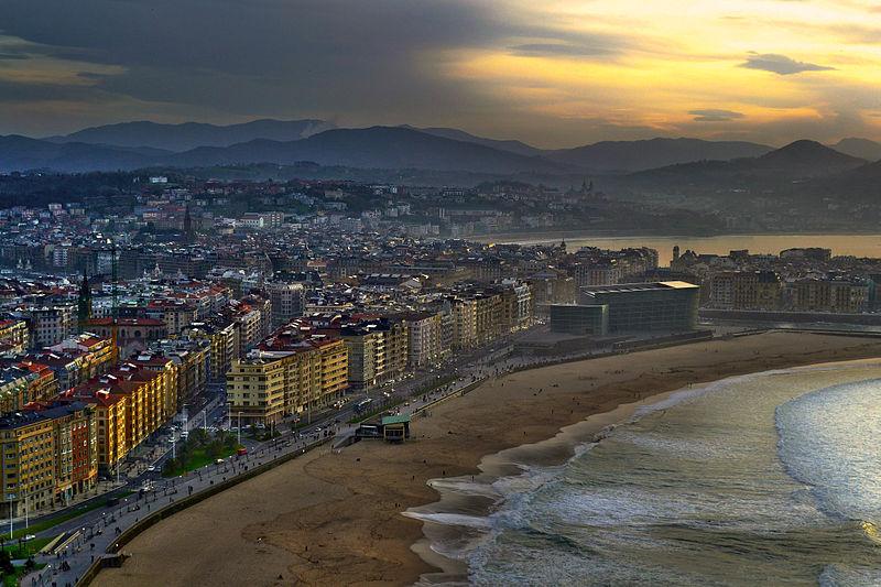 800px-Donostia._Euskal_Herria. Euskalduna via Commons Wikimedia