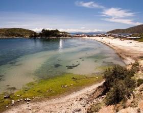 800px-Playa_en_la_Isla_del_Sol_-_Boliviabjaglin
