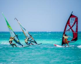Windsurfing_ Windsurfers on Palm Beach