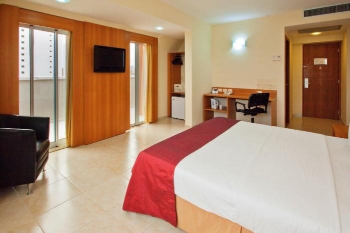 Holiday Inn Express (2)