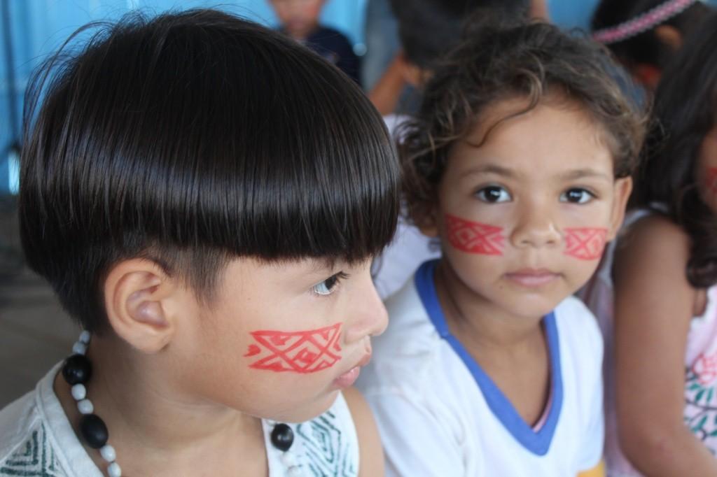 criancas-da-tribo Claudio Oliva