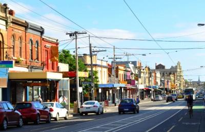 No subúrbio de Melbourne, Fitzroy cresce como um destino para compras vintage, cafés descolados e arte alternativa