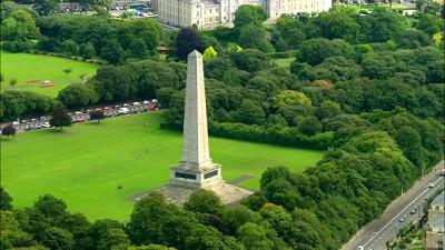 Com veados espalhados pelo gramado, vastos jardins e árvores alinhadas na calçada, Phoenix Park é uma pausa na correria da cidade em Dublin