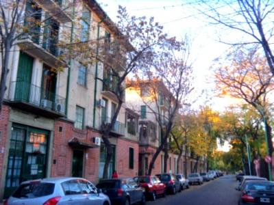 Fora do tradicional circuito turístico de Buenos Aires, Chacarita oferece bares vintage perto de Palermo Hollywood, um bairro cool repleto de vida noturna