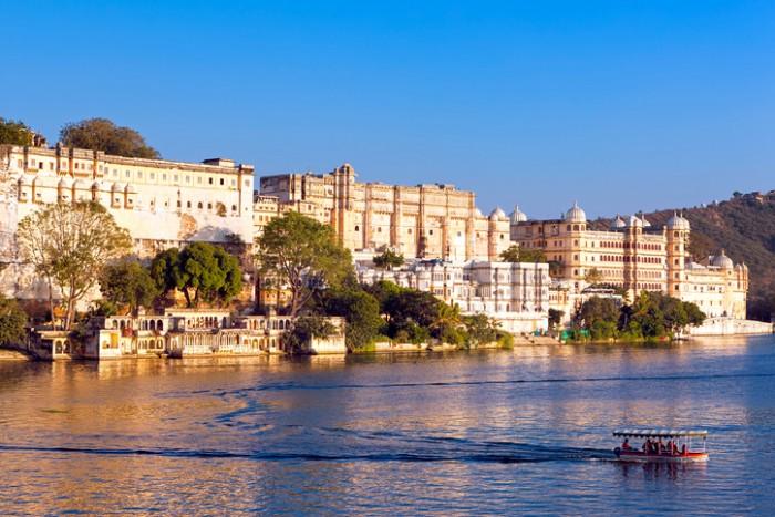 City Palace, Pichola lake, Udaipur, Rajasthan, India, Asia