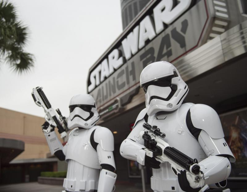stormtroopers-star-wars-launch-bay