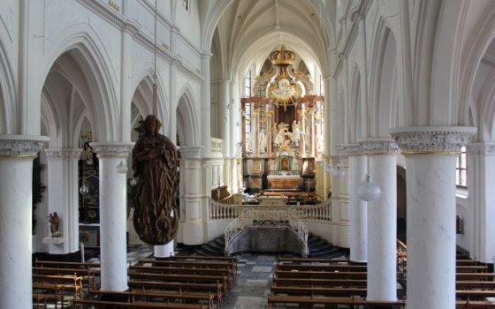 2406_fullimage_church-in-thorn-limburg_560x350