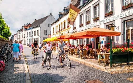 54221_fullimage_cycling-in-thorn-limburg_560x350